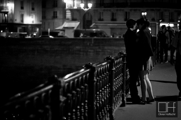 The classical kiss picture on a Paris Bridge