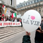 «I love life balloon» in front of the opera steps